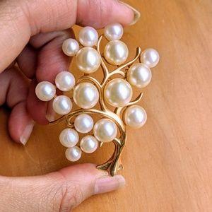 Vintage beautiful faux pearls gold tree brooch